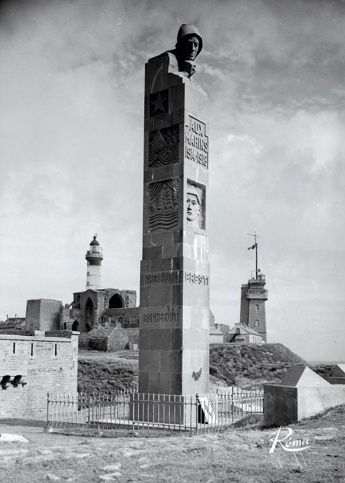 Stèle à la pointe Saint-Mathieu